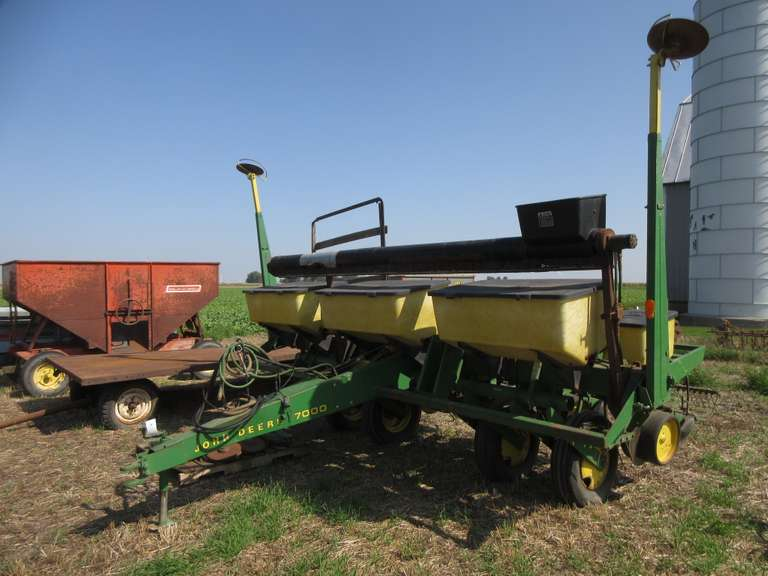 John Deere '7000' 6-Row Planter with Monitor, Hasn't Been Used in a Number of Years, One Owner
