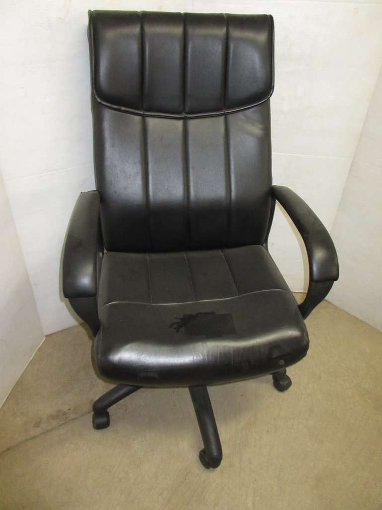 High Back Swivel Office Chair with Armrests