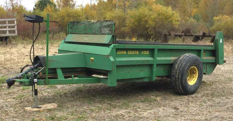 John Deere 455 Manure Spreader, Hydraulic Push, Good Condition