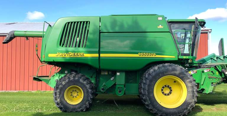 2002 John Deere 9650 4WD STS Combine, (3164 Engine Hours, 2152 Separator Hours), 20.8x42 Duals, 23.1x26 Rears, 3-Sets of Concaves Bin Extensions, Everything for Dry Beans Set Up, Good Condition