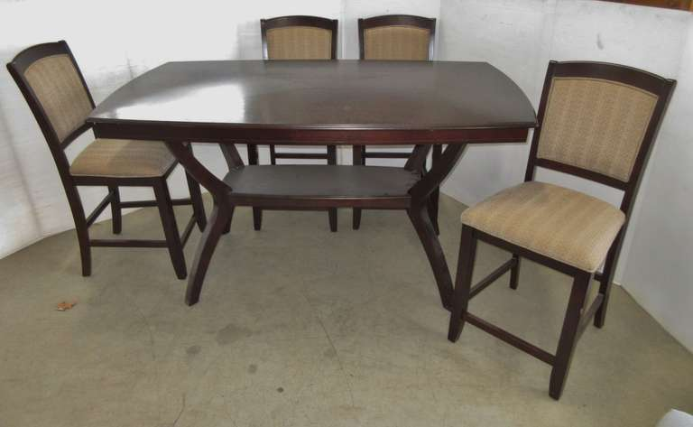 Dining Room Table and (4) Chairs