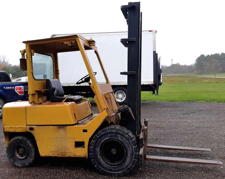 Clark Gas Forklift, Plate No. Y855 186 4181, 2306316, C500 Y500, Hydraulic Leak, No Brakes, Runs and Drives
