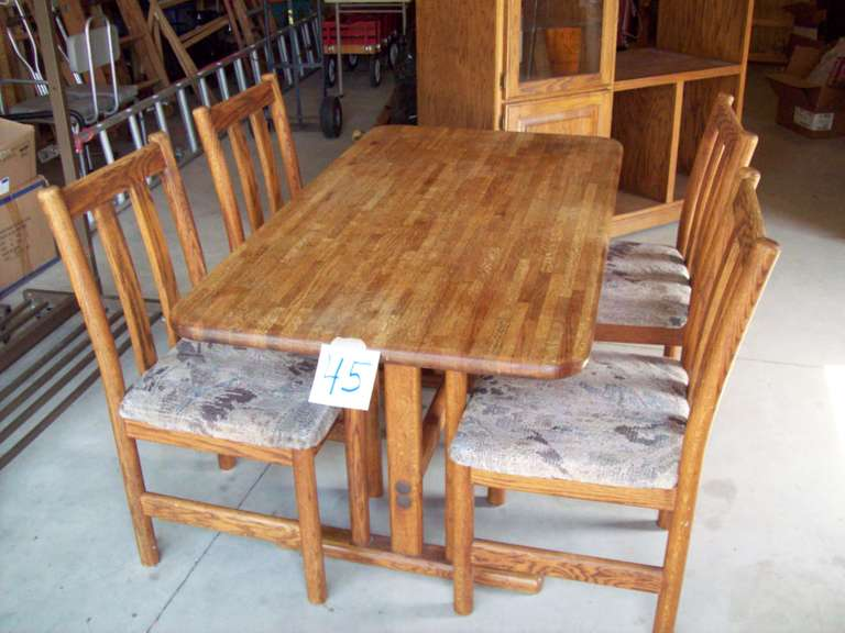 Dining Room Table with (4) Chairs