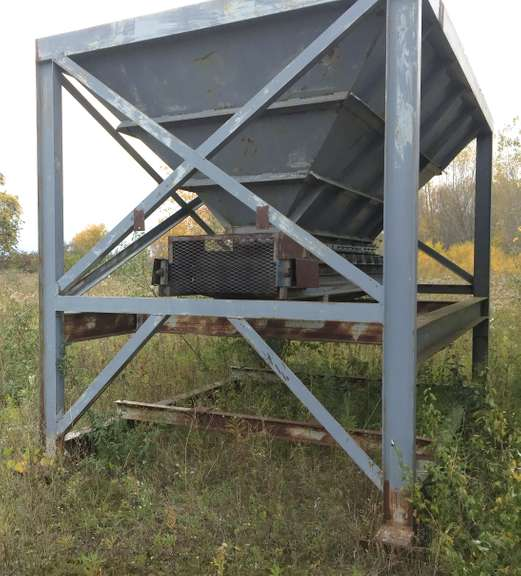 "8' x 14' Feed Hopper, 1/4"" AR400 Steel Sides, 24"" Discharge Belt, (Approx. 10-Yards), Used One Summer, Seller will Load on Buyer's Truck/Trailer"