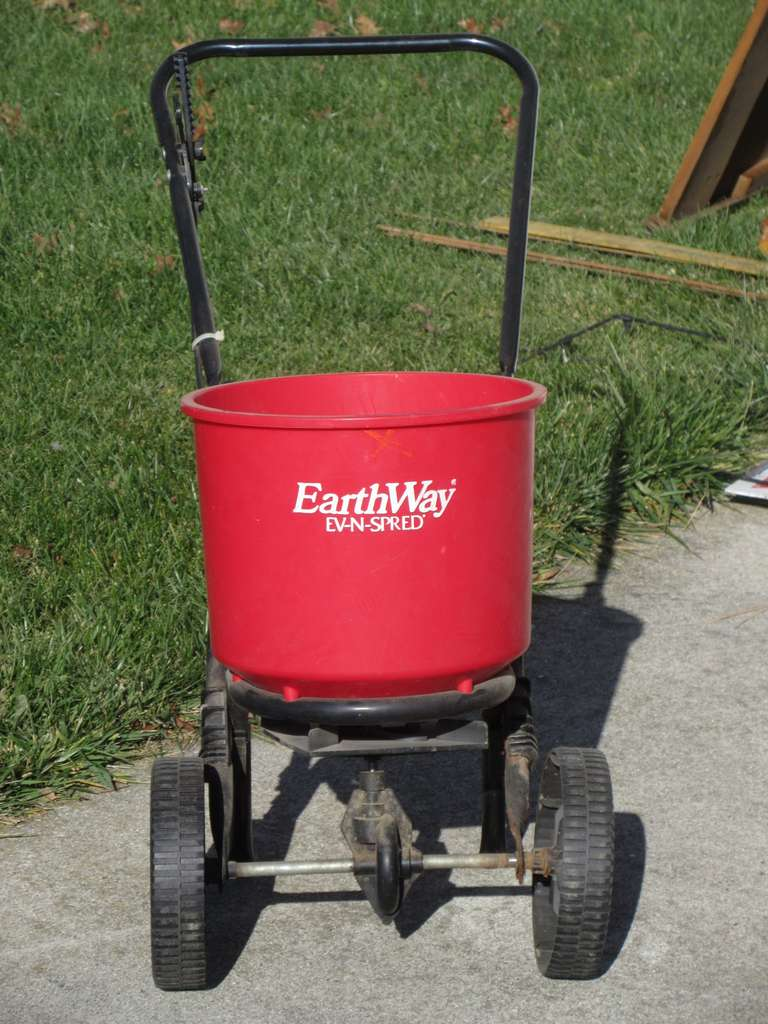 Earthway Ev-N-Spred Push Behind Lawn Spreader