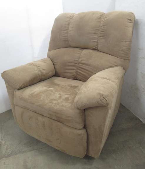 Simmons Beige Recliner, Matches Lot No. 20
