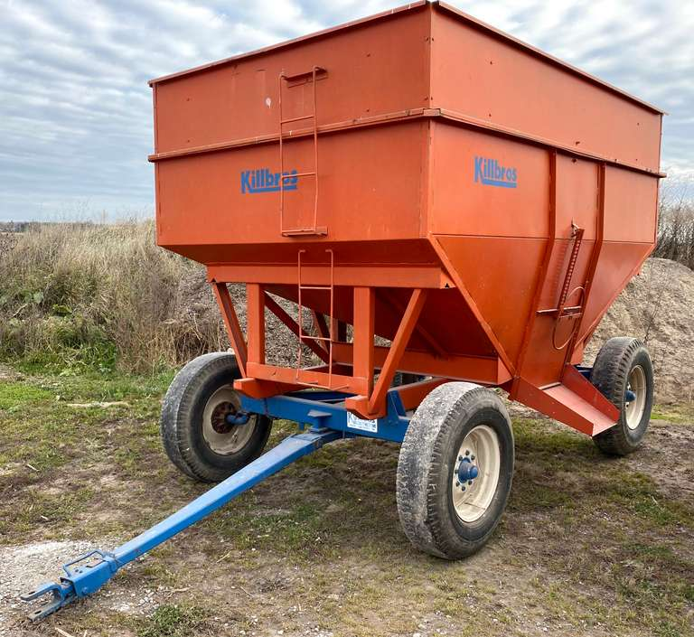 "Killbros 385 Gravity Wagon on 12-Ton Running Gear, 20"" Extensions"