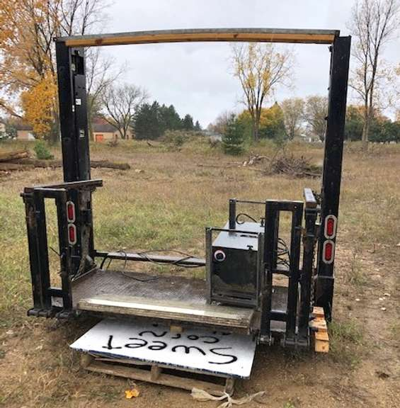 Delivery Box Van Lift, Hydraulic Powered, Double Motor System Self-Contained, Lift was Just Removed Off a Box Van and was in Perfect Working Condition