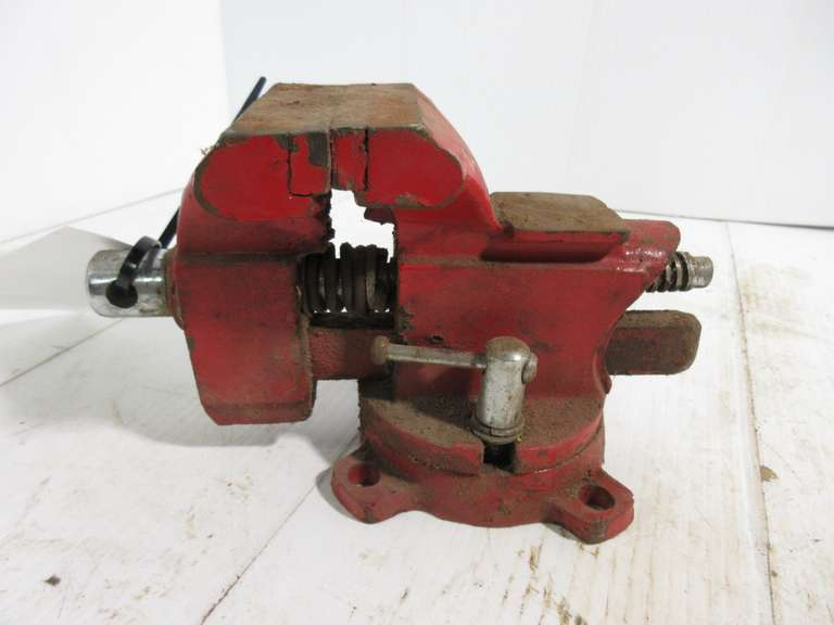 "Small Bench Vise with 3 1/2"" Jaw"