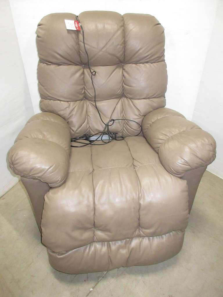 Lift Chair/Recliner with Removable Arm Covers
