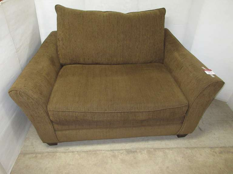 Art Van Loveseat, Matches Lot No. 29
