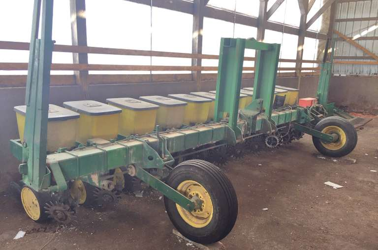 "John Deere 7100 11-20"" Row Bean Planter with Kinze Brush Meters and 2-Sets of Seed Plates, New Seed Discs and Seed Drive Sprockets Less than 300 Acres on Them, Row Cleaners NOT Included"