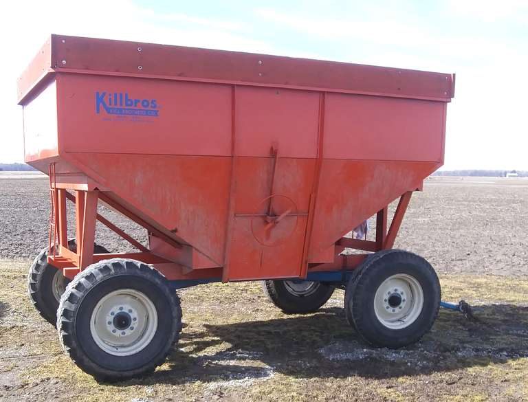 Killbros 385 Gravity Wagon on 12-Ton Running Gear, 900x20 Tires, Extendable Tongue for Easy Hook-Up, Rear Hitch, Always Housed, Like New Condition