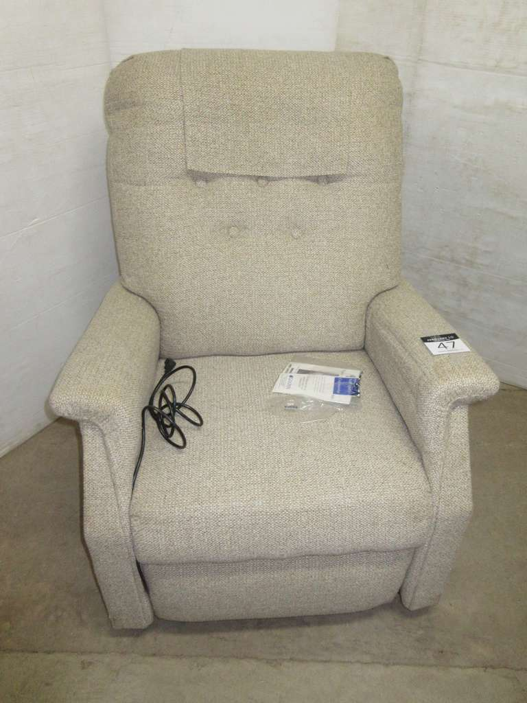 Power Lift and Recliner Chair by Golden Technologics