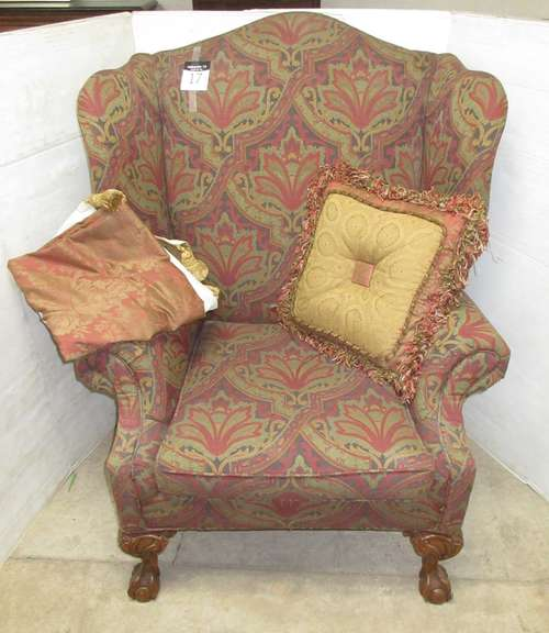 Victoria Chair with Pillow and Blanket