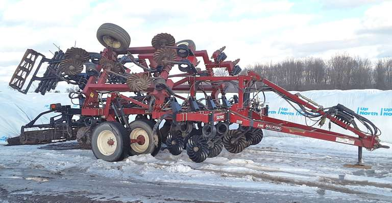 "Salford I-2100 18', New Front Blades, 13-Retractable Chisel Shanks ""Switchblade"" Option can be Used for Preplant Side Dress or Primary Tillage with a Chisel Points, 3-Rows Leveling Tines, Rear Baskets, Heavy Duty Tire Option"