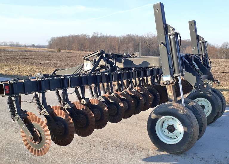 Yetter Cady Cart with Wavy Coulters, Handles 20' Drill