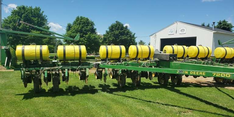 John Deere 7200 Planter, 16-Row with Precision Planting Finger Pick-Up, Corn Units and Bean Cups