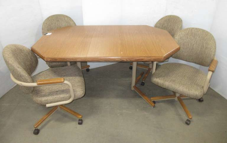 Dining Room Table with Leaf and (4) Chairs on Casters