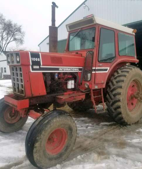 1976 International Harvester 1066 Tractor, (4182 Hours), Good Workhorse, Duals and Front Weights, Has a Small Leak Around the Fuel Pump, Tie Rod-End is Bad (Because Front Tire to Wobble while Going Down the Road), Cab Kit Needed, Tractor Runs Great