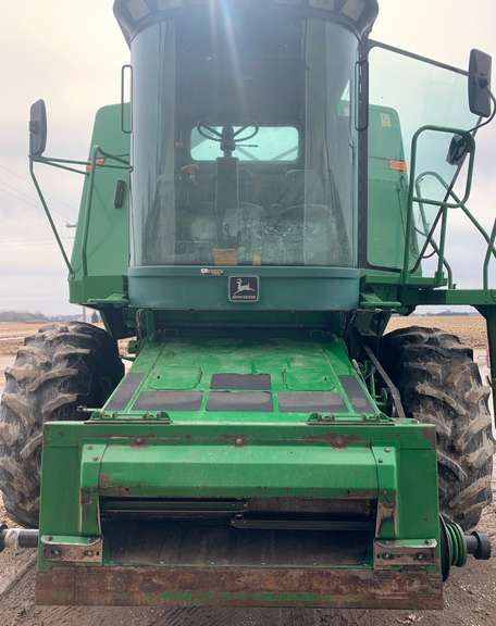 1990 John Deere 9400 Combine, (4800 Engine Hours, 3566 Separator Hours), Newer Chopper, Everything Works as it Should