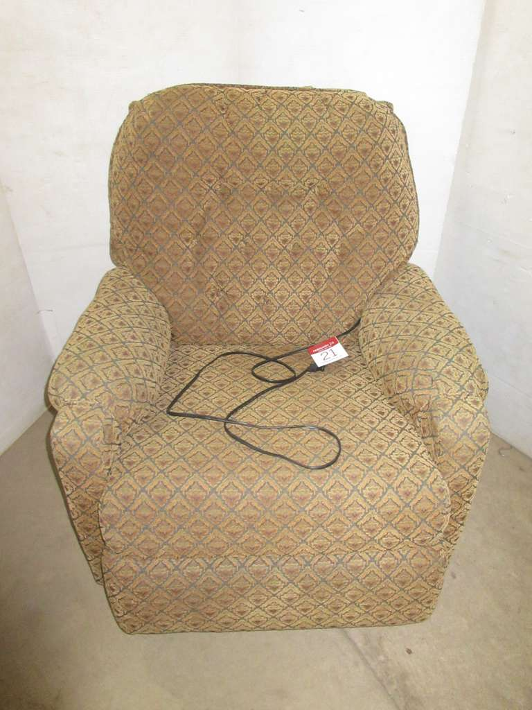 Benchcraft Electric Recliner, Matches Lot No. 20