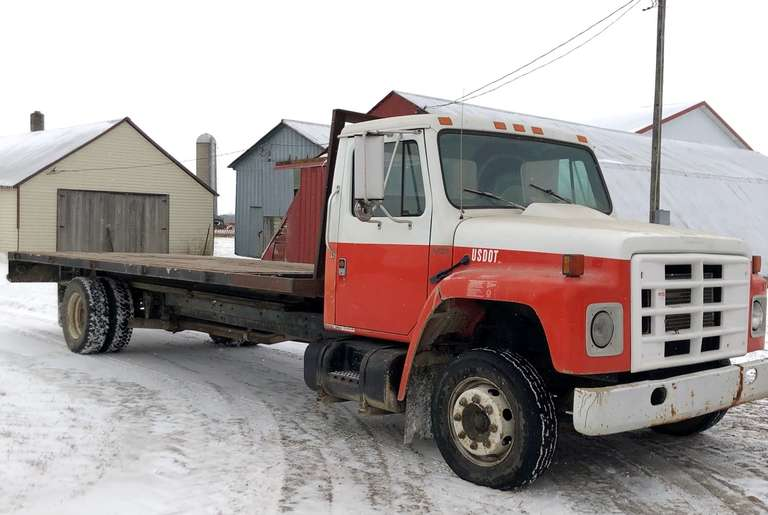 1989 International S1600 Dump Truck, 7.3 IDI, 5-Speed Manual, Electric Over Hydraulic Dump Bed, Hydraulic Brakes, 18k GVW, Runs and Drives Excellent, Clean and Clear Title