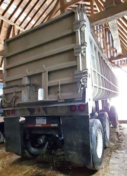1979 Fruehauf 30' Tandem Trailer with 9' Spread, Good Tires, Bed Liners, Clean and Clear Title