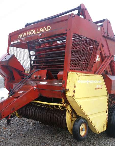 New Holland 852 Round Baler, Makes Good Bales and Has a Lot of New Parts, Needs Roller Chain for Pick-Up