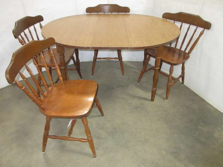 Oval Maple Table with (4) Chairs
