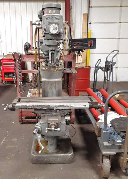 Bridgeport with Read Out, Selling Due to Upgraded Machine, Works Well