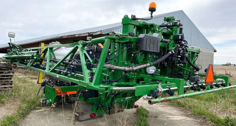 Full Liquid System for John Deere R Series Sprayers, 800-Gallon Stainless Tank, 90' Booms with Stainless Plumbing and 5-Way Nozzle Bodies, Auto-Load and Boom Air Purge Options, Will Fit on any R Series Sprayer, Great Condition and Low Acres, Seller will Help Load for Buyer