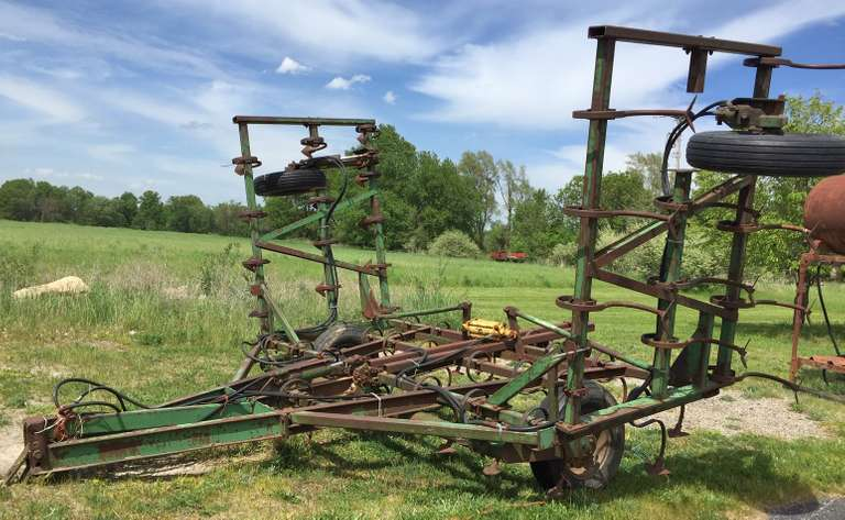 John Deere 24' Field Cultivator with Cylinders, Field Ready, Good Condition