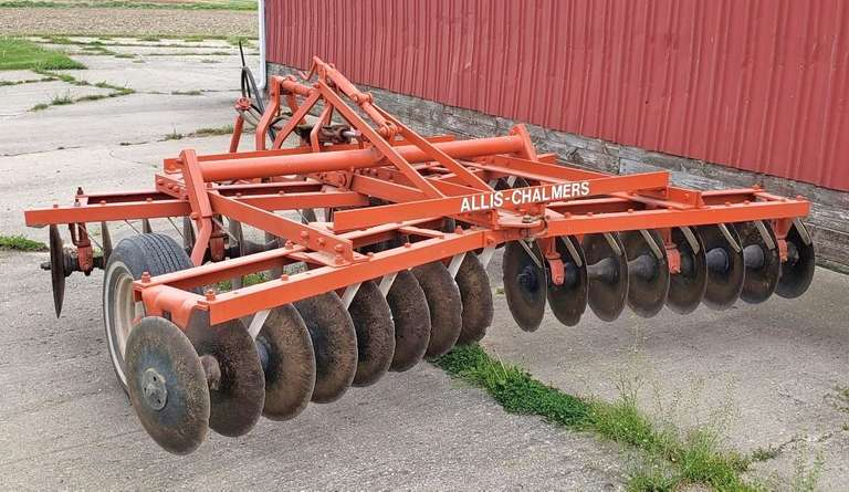 Allis-Chalmers 10' Disk with Hydraulic Cylinder, Good Paint, Good Condition