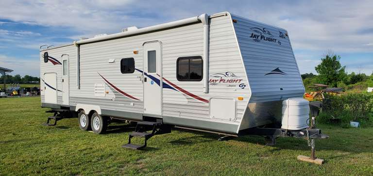 2008 Jayco Jay Flight G2 32BHDS Travel Trailer, 32' Bunkhouse with Double Slide Out, 18' Travel'R Motorized Fixed Pitch Awning, 15,000 BTU Ducted Air Conditioner (Ice Cold), Ducted Furnace, Trailer Chassis has a Fully Enclosed and Insulated Underbelly, Comes with (2)-30 lb. Propane Tanks and Brand New Spare Tire (Not Pictured), Comes with Detachable Twist Lock RV Power Cord (Not Pictured), Powered Tongue Jack, Lots of Storage, Sleeps 9-11, 2nd Owner - Owned Since 2012, Has Always Been Winteri...