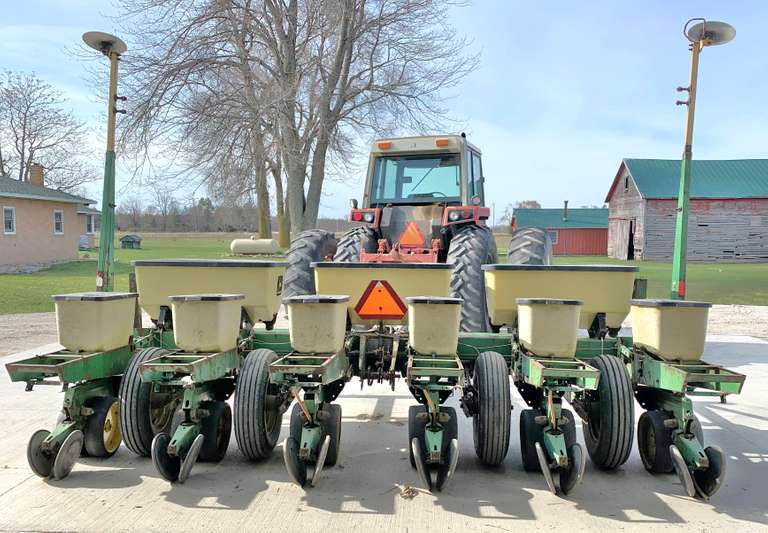 John Deere 7000 6-Row Planter, (Fertilizers Selling Separately as Item 147)