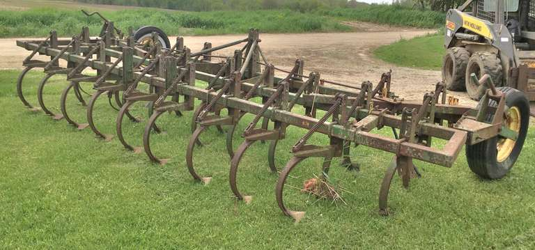 John Deere 16' 3-Point Field Cultivator