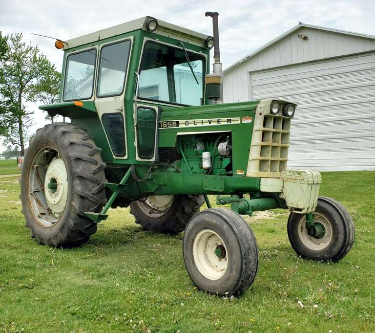 Oliver 1655 Gas Tractor, (5100 Hours), (Engine Overhauled at 4000 Hours), Year-Around Cab with Upholstery and Seat in Good Condition, Good Working Heater, 2-Hydraulic Outlets, Over/Under Power Select, Runs and Works Well, Excellent Condition