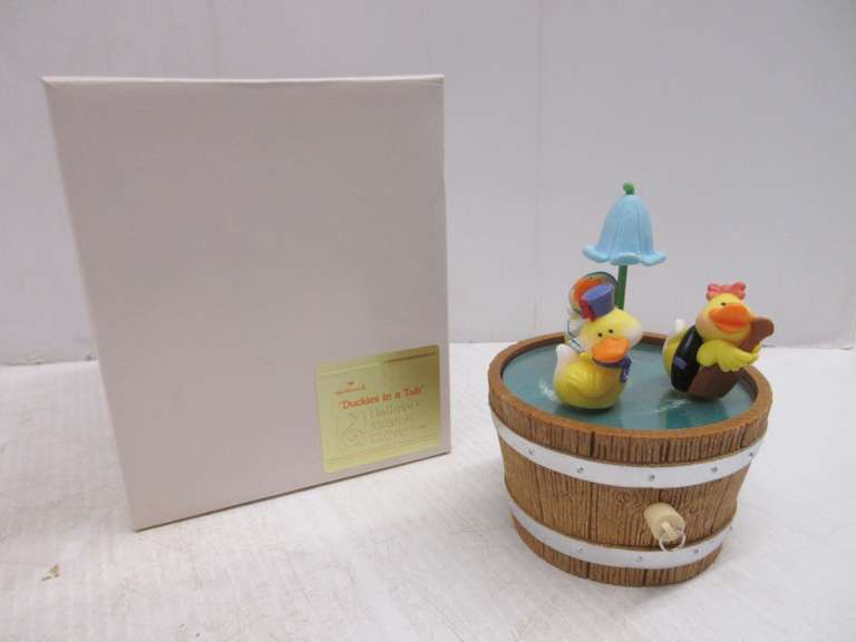 "1982 Hallmark Musical Collection, ""Duckies in a Tub"", Plays ""Row, Row, Row Your Boat"" and Ducks Spin Around, Includes Original Box"