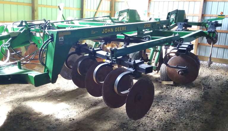 "2001 John Deere 2700 Disc Ripper, 7-Shank on 30"" Spacing, 7"" Richmond Bros. Points, 2-Season on Disc Blades, Lots of New Bearings, 12.5 x 15 Tires, Works as it Should,"