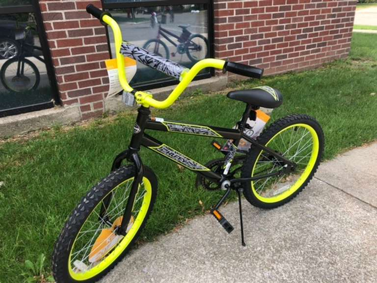 "20"" Kids Black and Yellow Bike"