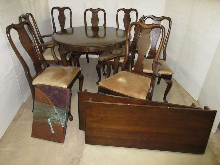Ethan Allen Table, Pads, (2) Leaves, and (8) Chairs, Matches Lot Nos. 48 and 49