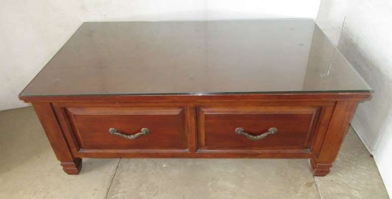 Wooden Furniture Chest with Glass Top for Blankets and Comforters