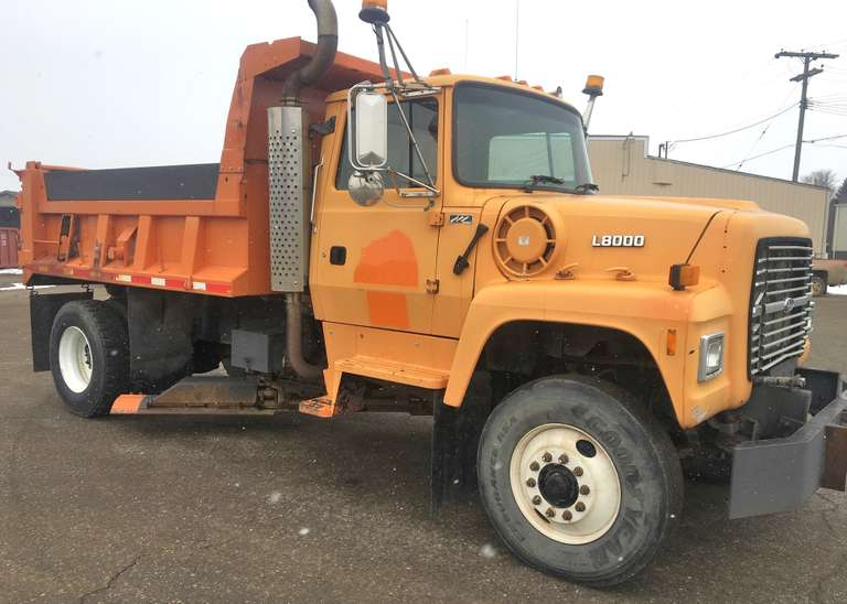 1995 Ford L-8000 Single Axle Dump Truck, 8.3 Cummins Engine, Allison Auto-Transmission, Underbody Blade, A/C, Clean and Clear Title