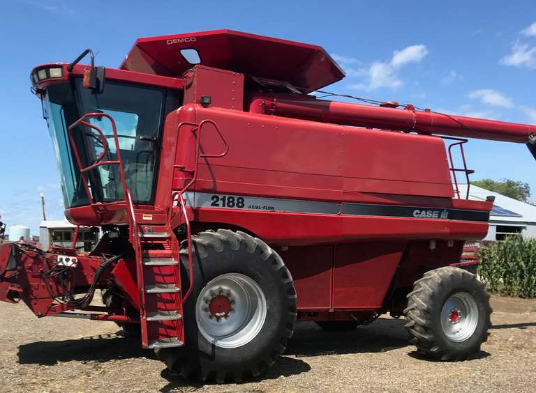 1995 Case International Harvester 2188 4WD Combine, (3800 Engine Hours, 2560 Separator Hours), 30.5x32 Front Tires, 18.4x26 Rears, AFX Rotor, Whopper Topper, Folding, Field Tracker, New Top Sieve, New Rotor Belt, Augers all Replaced, Cyclone Double Chaff Spreader, Combine is Well Maintained, Good Paint and Waxed, Needs Nothing, Runs Excellent, Field Ready