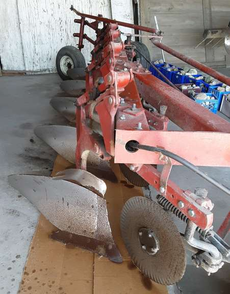 "International Harvester 720 5-18"" Bottom Plow, Trip Reset, Always Housed, Excellent Condition"