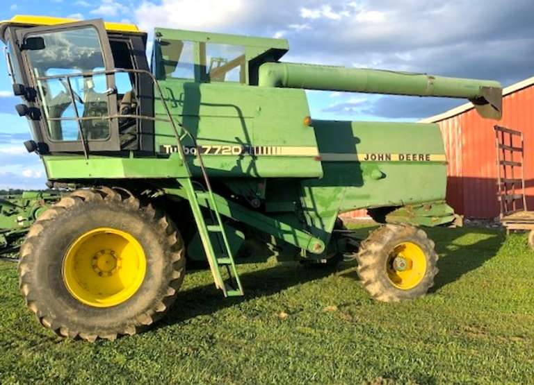 John Deere 7720 Combine, (5830 Hours), Air and Heat Work Well, Runs Well, Straw Chopper, Has 4WD but Not Connected, Everything Works as it Should