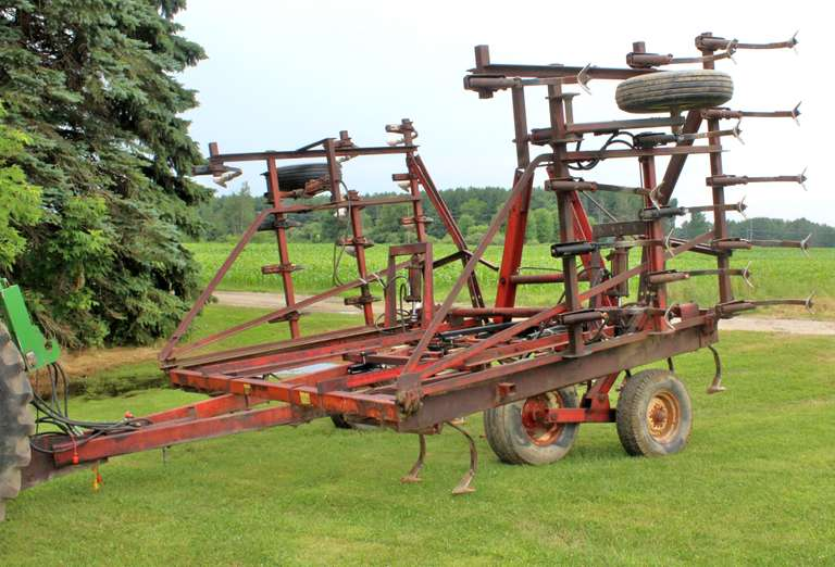 International Harvester 24' Vibra Shank Cultivator, Shovels in Good Condition