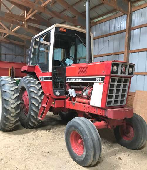 1978 International 986 Tractor, (4020 Hours), 105 hp, CB Radio, Newer Steps, (2)-New Batteries, Runs Excellent, Operator's Manual Included