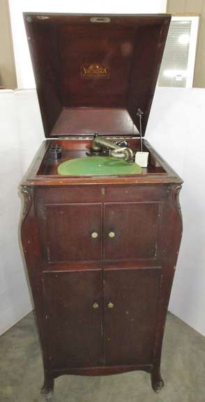 Victor Victrola XI with Records